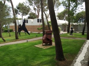 Fondation Maeght. Foto: By Lexaxis7 (Own work) [CC BY-SA 3.0 (http://creativecommons.org/licenses/by-sa/3.0)], via Wikimedia Commons