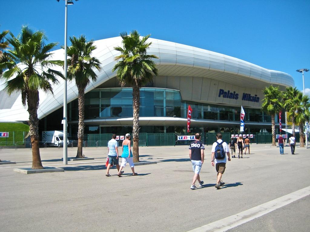 Das Palais Nikaia ist eine Mehrzweckhalle in der französischen Hafenstadt Nizza, die im April 2001 eröffnet wurde. Foto: By Renzo Giusti [CC BY-SA 2.0 (https://creativecommons.org/licenses/by-sa/2.0)], via Wikimedia Commons