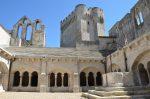 Montmajour ist eine ehemalige Abtei, die auf einer felsigen Anhöhe in der Provence entstand.