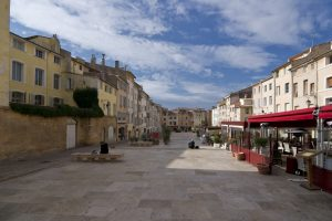 Die Altstadt von Aix-en-Provence liegt nördlich des Cours Mirabeu und gliedert sich in einen römischen und einen mittelalterlichen Stadtkern.