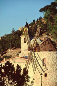 Die Mühle in Allauch ist auf jedem Panorama-Foto der Stadt zu entdecken.