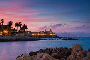 Die unmittelbare Nähe zur Mittelmeerküste gibt Antibes einen besonderen Flair.