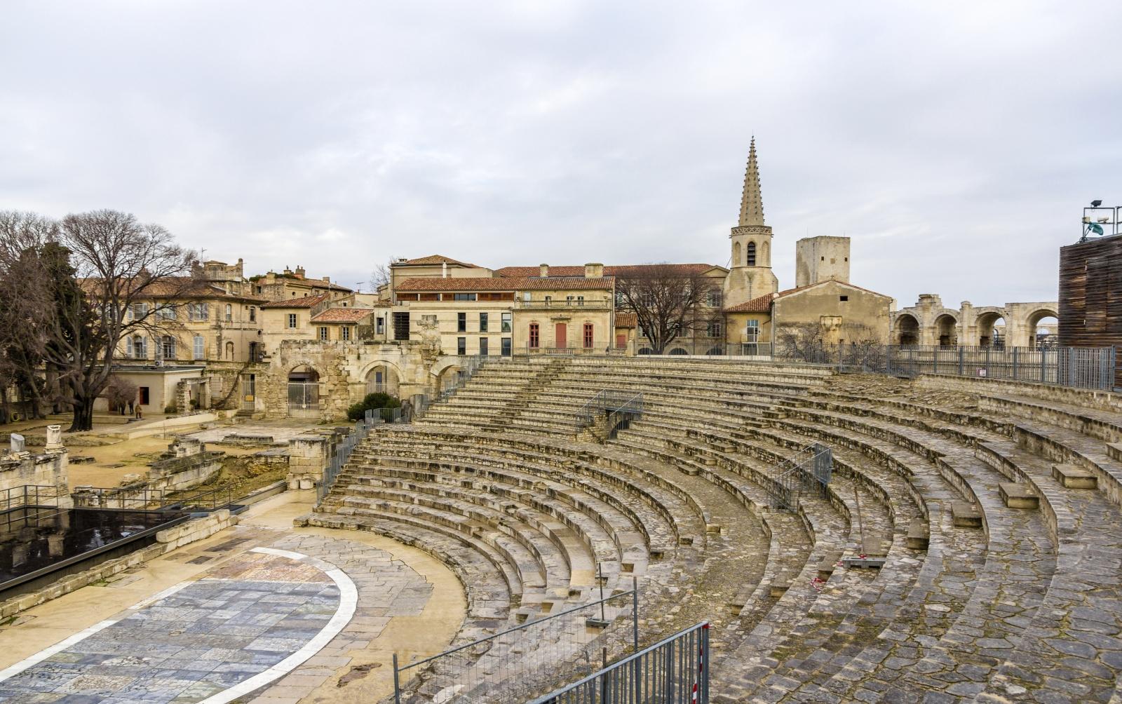 Arles hier finden sich zahlreiche spuren der r mer - Hotel porte de camargue arles provence ...
