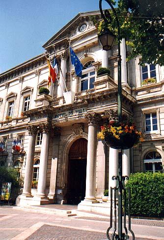 Hotel de ville provence provence for Hotel avignon piscine