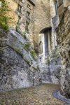 Die in Stein gehauene Rue de la Peyrolerie befindet sich unterhalb des Papstpalastes.