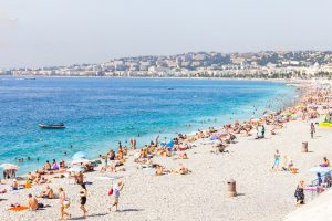 Die direkte Lage am Mittelmeer macht die Côte d'Azur zu einem perfekten Reiseziel für alle, die gerne einen Strandurlaub erleben möchten. Damit dieser kein Reinfall wird, haben wir eine Checkliste erstellt