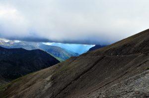 An den höchsten Punkten des Passes ist man den Wolken ganz nahe.