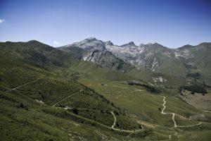 Der Colle di Tenda trennt die Seealpen von den Ligurischen Alpen.