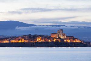 Antibes ist ein beliebtes Urlaubsziel an der Côte d'Azur.