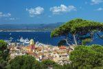 Der kleine Hafenort Saint-Tropez erfreut sich internationaler Beliebtheit.