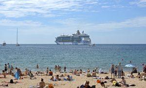 Nach den schweren Unwettern, welche die Côte d'Azur vor einigen Wochen heimgesucht haben, bleibt das Schwimmen vor der Mittelmeerküste bis zum 30. Oktober verboten.