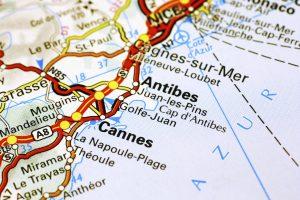 Auch wenn das Département Alpes-Maritimes in der Provence ein sehr beliebtes Ziel bei Touristen, ist jedoch ein leichter Bevölkerungsrückgang zu erkennen.