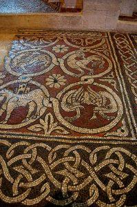 Die Abtei Ganagobie ist für ihren Mosaikboden bekannt,