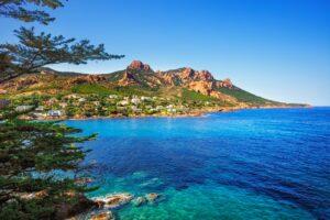 Das Esterel-Gebirge ist das schönste Küstengebirge an der Côte d'Azur.