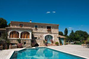 Die Metropolregion Südfrankreichs ist nicht nur eine schöne Landschaft, auch bietet die Provence viele Ferienhäuser und Ferienwohnungen, welche gemietet werden können.