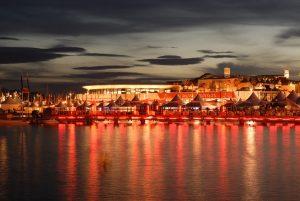 Vor allem abends ist der Blick auf das 'Palais des Festivals et des Congrès' atemberaubend schön.