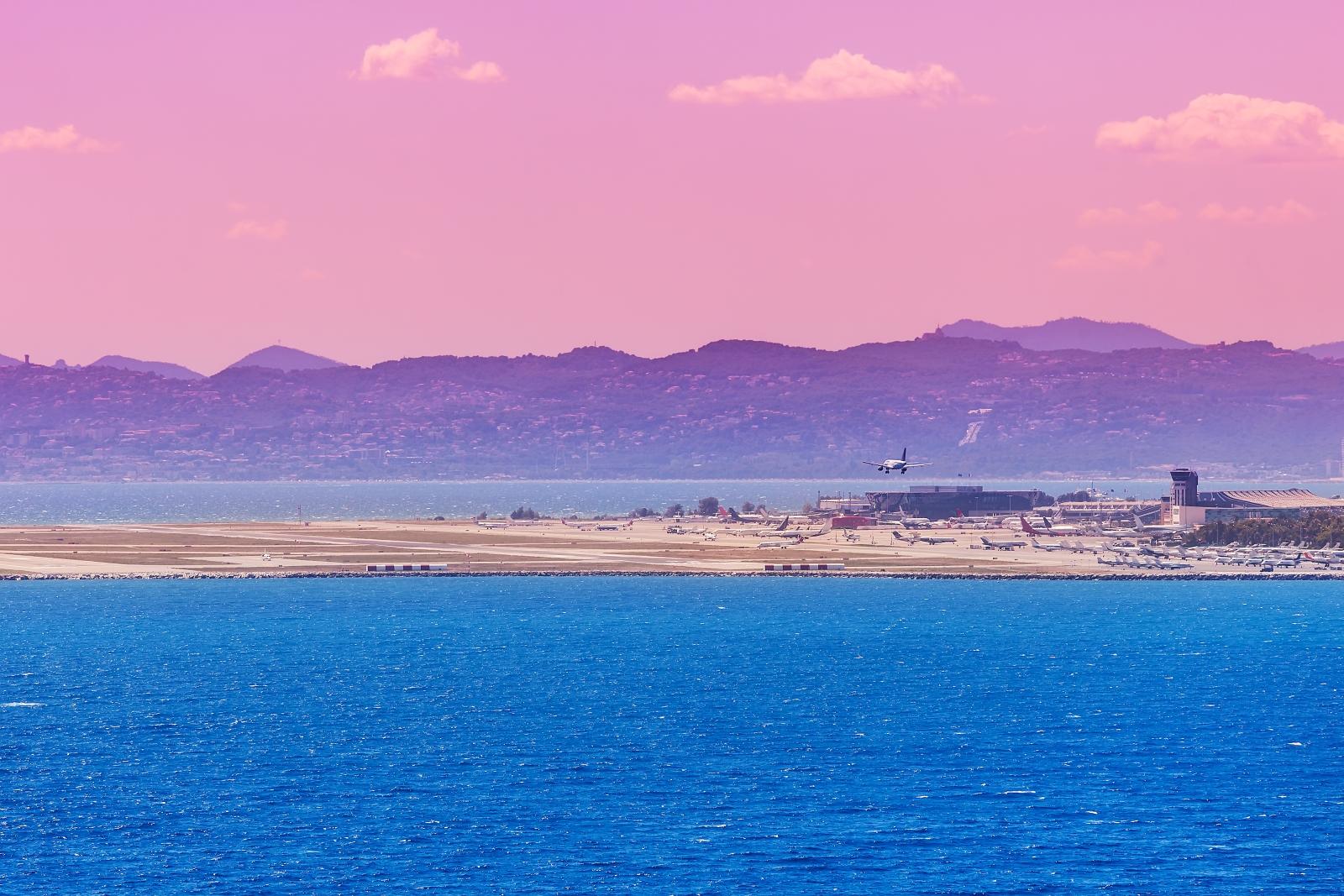"""Dem Flughafen Nizza war es nun möglich, Treibhausgas-Emissionen so deutlich zu reduzieren, dass ihm der Status """"kohlenstoffneutral"""" verliehen wurde."""