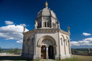 Die Notre Dame de Provence ist eine der Sehenswürdigkeiten der kleinen Stadt in der Provence.