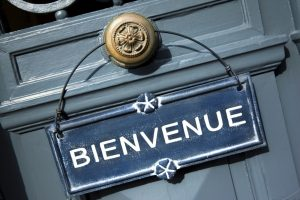 Präsident Francois Hollande plante, die Bettensteuer von 1,50 Euro auf 8,00 Euro, in Paris sogar auf 10 Euro zu erhöhen. Aufgrund des großen Gegenwindes scheint dieses Vorhaben nun zu platzen.