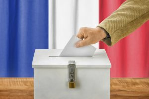 """Auch wenn es nach dem ersten Wahlgang danach aussah, hat der rechtspopulistische """"Front National"""" keinen einzigen Wahlkreis in Frankreich gewonnen. Das Land atmet auf."""