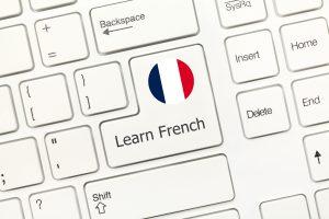 Wer eine Frankreich-Reise plant, sollte die französische Sprache beherrschen. Ein Online-Kurs hilft weiter.