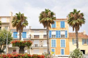 Die Atmosphäre in der Innenstadt von La Ciotat ist idyllisch und schön.
