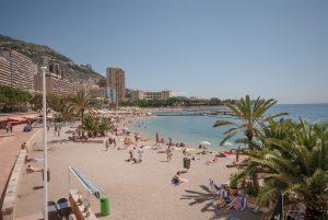 Bekannt ist Larvotto, ein Stadtbezirk in Monaco, vor allem durch den gleichnamigen Kiesstrand.