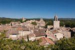 Im Norden der 1.800-Einwohner-Gemeinde Cucuron erhebt sich der Luberon.