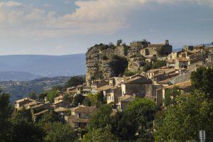 Drei Kilometer südöstlich von Apt befindet sich die Gemeinde Saignon ebenfalls inmitten des Luberons.