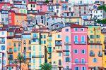 Die Stadt an den Ausläufern der Seealpen ist eine der schönsten Orte der Provence.