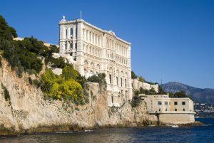 Das Ozeanographische Museum befindet sich auf dem Felsen von Monaco in Monaco-Ville.
