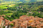 Moustiers-Sainte-Marie ist eine kleine Gemeinde in der Provence.