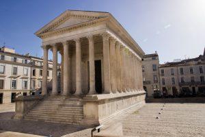 Die Maison Carrée ist ein Tempel des ehemaligen Römischen Reiches in Nîmes.