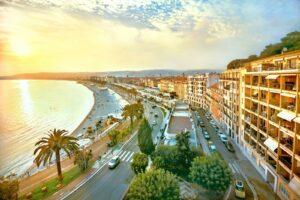 Nizza begeistert vor allem durch seine sieben Kilometer lange Promenade des Anglais.