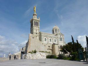 Die Notre-Dame de la Garde ist eine Marien-Wallfahrtskirche in Marseille.
