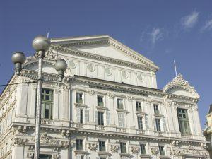 Die Oper in Nizza liegt mitten im Herzen der Altstadt.