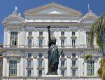 Die Aufführungen der Oper in Nizza haben einen hohen Qualitätsstandard und sind weltweit angesehen.
