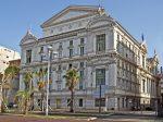 In der Oper Nizzas können Gäste nicht nur Opern genießen, sondern auch Konzerte und Ballettaufführungen erleben.