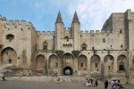 Im Jahre 1309 siedelte sich der Papst Clemens V. in Avignon an.