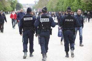 Im gesamten Land gilt ein höheres Schutzniveau. Polizisten belagern vielerorts die Straßen.