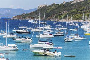Die Insel liegt vor der wunderschönen Côte d'Azur.