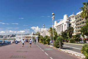 Die Promenade des Anglais ist eine 7 Kilometer lange - und wohl auch die berühmteste - Straße in Nizza.