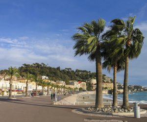 """Nicht nur Kultur und Historie herrschen an der """"Promenade des Anglais"""" in Nizza. Wer sich dafür nicht interessiert, dem sei empfohlen, die herrliche Umgebung zu genießen."""