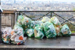Kunststoff, der nicht recycelt wird. Sondermüll, der nicht beseitigt, sondern am Straßenrand entsorgt wird. Die Provence steht vor einem Müllproblem.