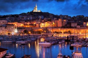 Die größten Städte der Provence sind Marseille (851.000 Einwohner), Nizza (345.000), Toulon (166.000) und Aix-en-Provence (139.000).