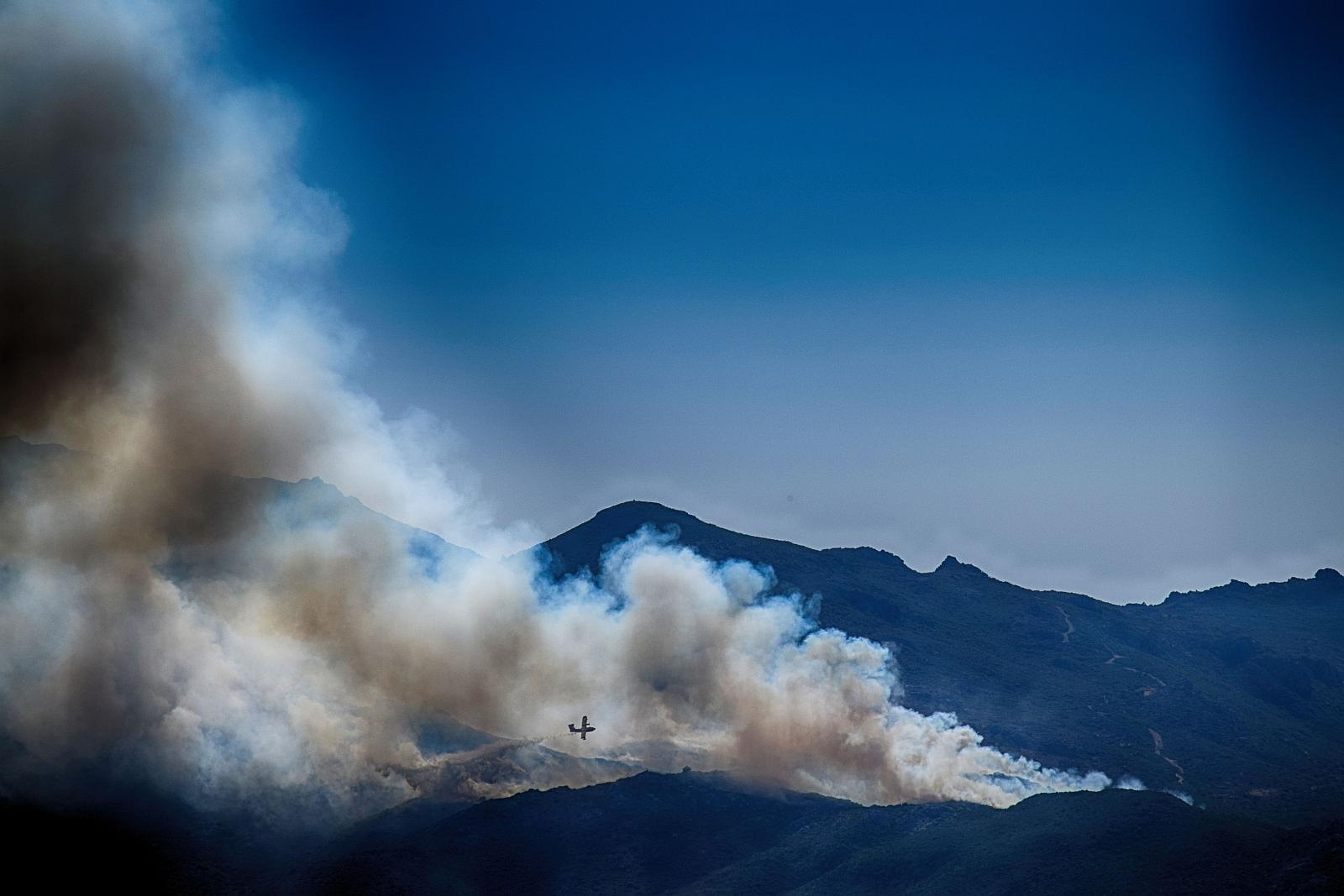 Die Côte d'Azur hat es derzeit wahrlich nicht leicht. War es im letzten Jahr das Attentat von Nizza, das die Besucher fernhielt, so sind es dieses Jahr die verheerenden Waldbrände, die Urlauber in Angst und Schrecken versetzten.