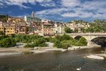 Die Roya mündet in der norditalienische Stadt Ventimiglia in das Mittelmeer.