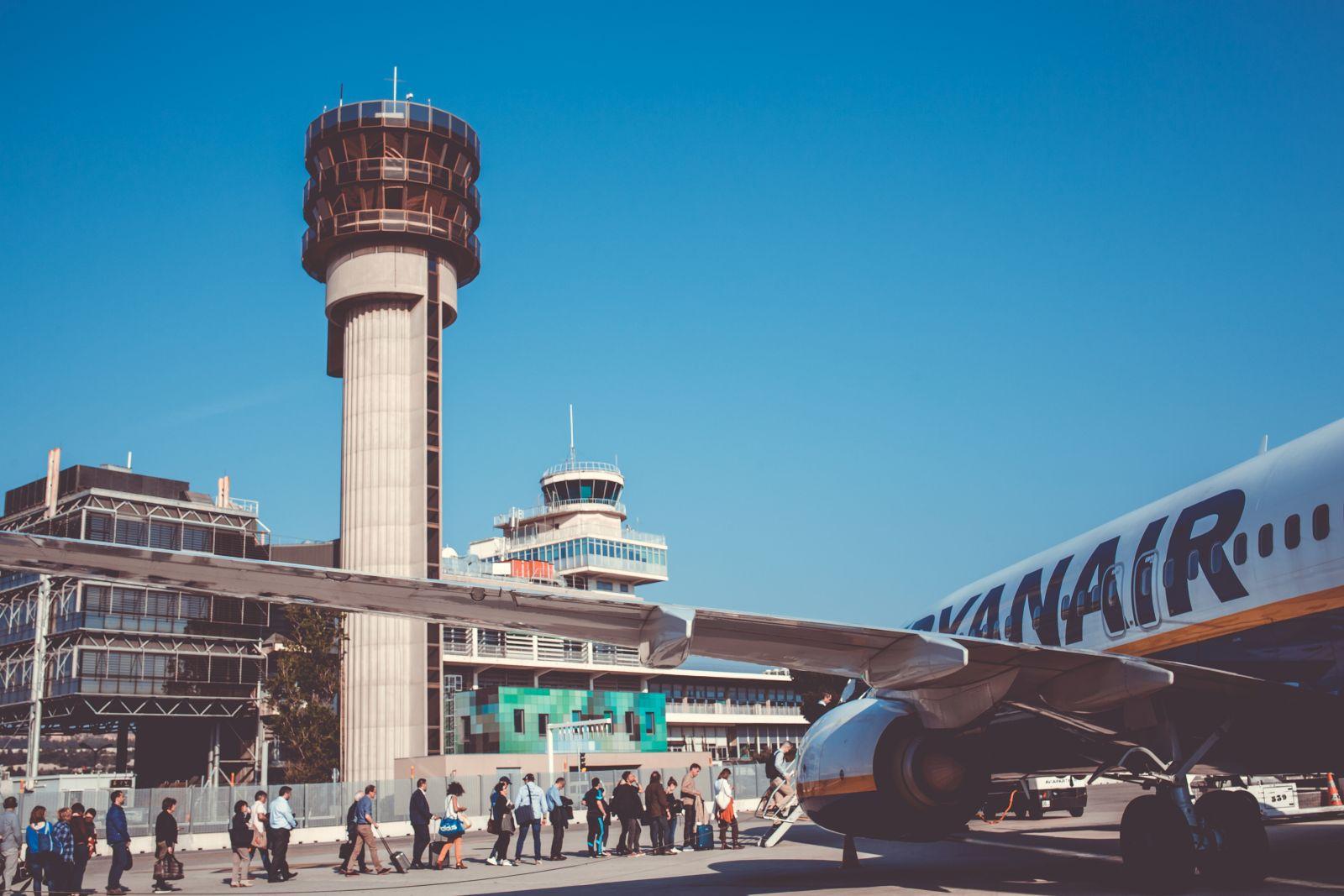 Der letzte Ryanair-Stützpunkt in Marseille wurde 2011 geschlossen. Eine Neueinrichtung scheiterte an der Anerkennung von Gewerkschaften. Nun beugte man sich, was den Weg für einen Neuanfang ebnet. Geplant sind vier neue Ryanair-Stützpunkte in Frankreich.