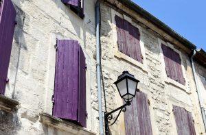 Saint-Rémy-de-Provence ist nur 18 Kilometer von Avignon entfernt.