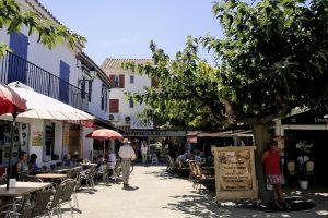 Saintes-Maries-de-la-Mer in der Provence ist ein alter Wallfahrtsort.